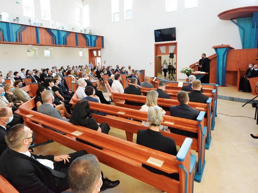 Page 16 of Szárnyára bocsátják az örökösföldi gyülekezetet